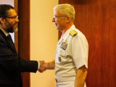 Um almirante americano quer o Brasil em guerra
