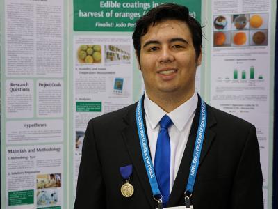 Brasileiro cria conservante natural que substitui agrotóxico e se destaca em feira internacional de ciências